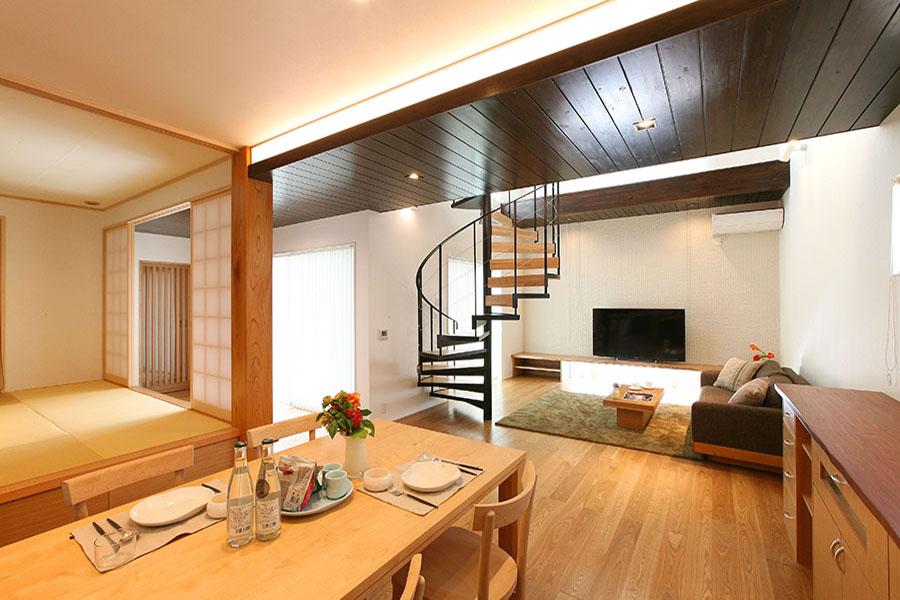 二世帯で暮らす光熱費ゼロの家